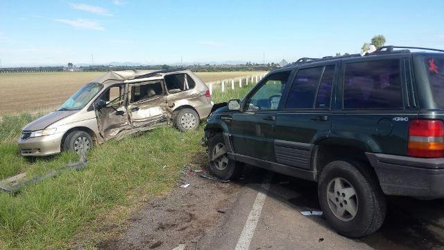 ¡1 muerta y 8 lesionadas tras fuerte choque entre 2 camionetas en Aguascalientes!