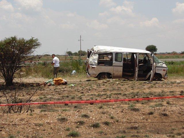 ¡Fatal volcadura de una camioneta en Aguascalientes: 1 muerto y 2 lesionados!