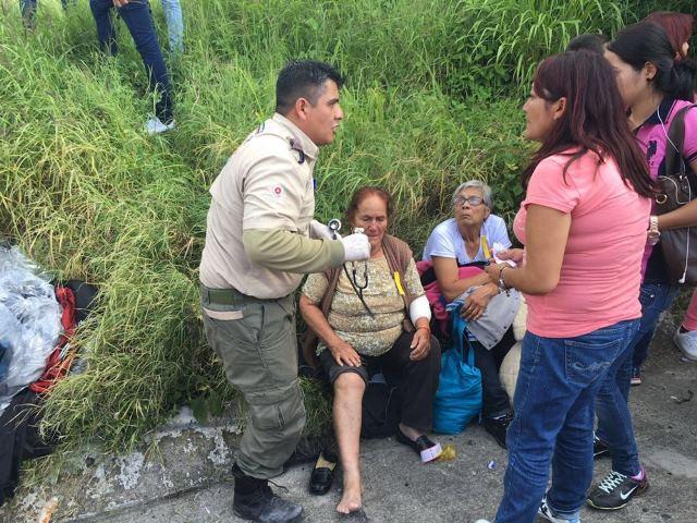 ¡15 aguascalentenses lesionados tras la volcadura de un autobús en Jalisco!