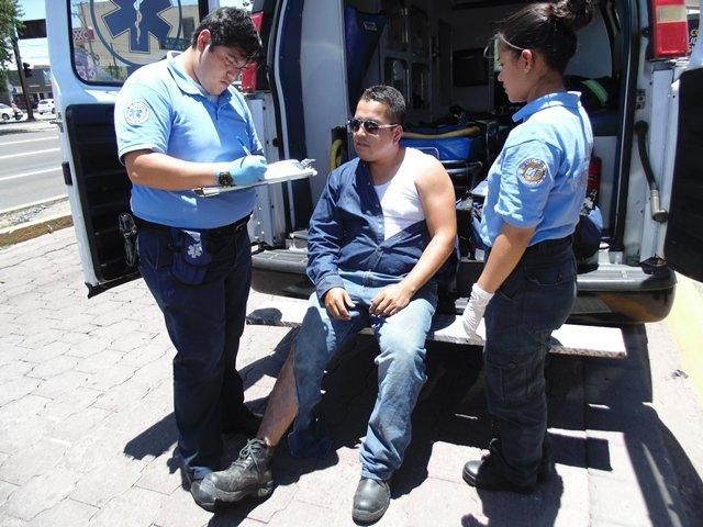 ¡2 lesionados tras otra aparatosa carambola entre 3 vehículos en Aguascalientes!