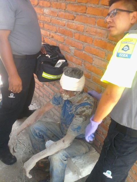 ¡Derrumbe en una obra en construcción en Aguascalientes dejó 2 albañiles lesionados!