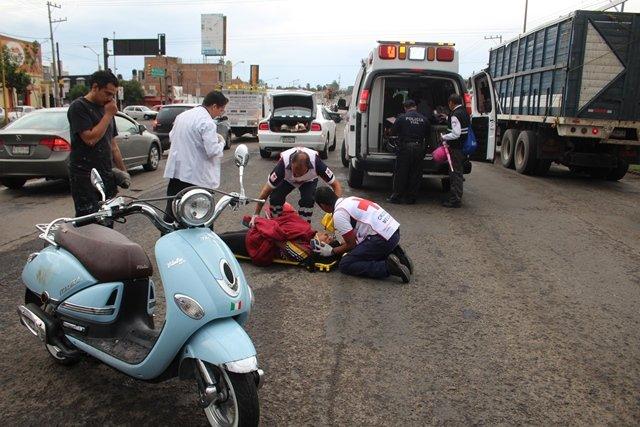 ¡3 mujeres lesionadas tras caer de una motocicleta en Aguascalientes!