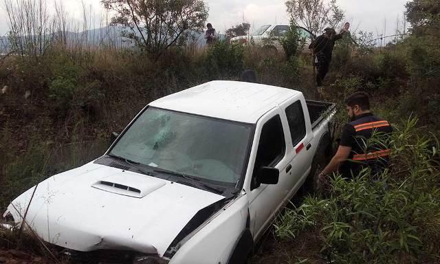 ¡3 mineros resultaron lesionados tras la volcadura de una camioneta!