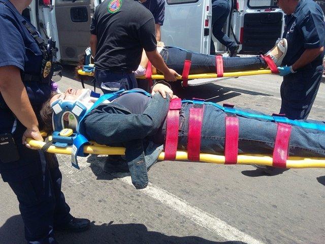 ¡5 lesionados tras fuerte choque entre una camioneta y un auto en Aguascalientes!