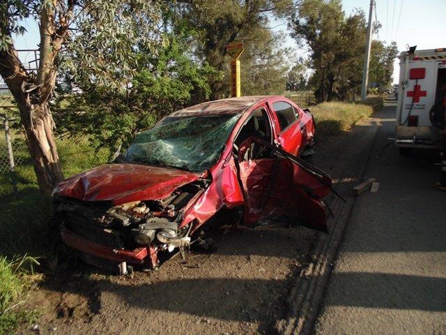 GALERIA/5 LESIONADOS TRAS FUERTE DOBLE ACCIDENTE EN AGUASCALIENTES