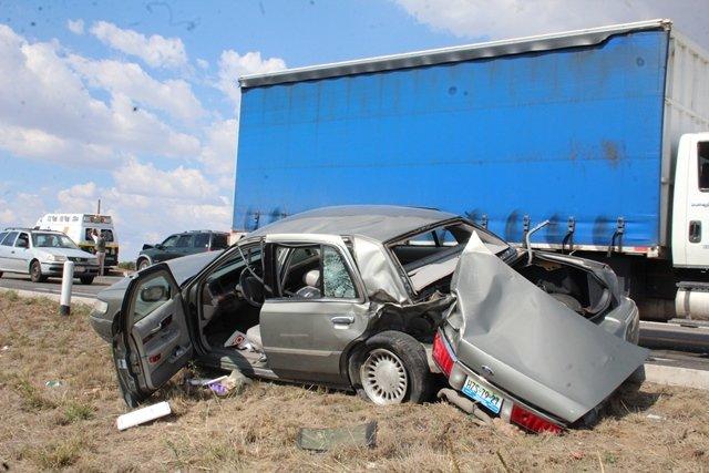 ¡7 lesionados tras fuerte choque entre camioneta y automóvil en Aguascalientes!