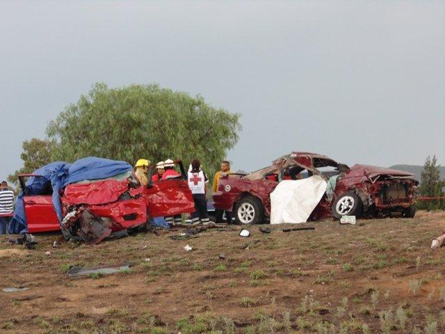 GALERIA/7 MUERTOS EN BRUTAL CHOQUE ENTRE 2 AUTOMÓVILES EN AGUASCALIENTES