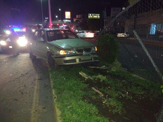 ¡3 jóvenes parranderos sufrieron aparatoso accidente en Aguascalientes!