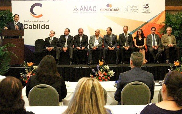 ¡Se pronuncia alcalde de la capital a favor del intercambio de experiencias en la transición gubernamental!