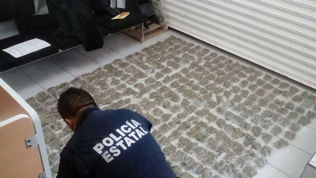 ¡Capturaron a 3 personas con más de 500 dosis de droga en Fresnillo y una camioneta robada!