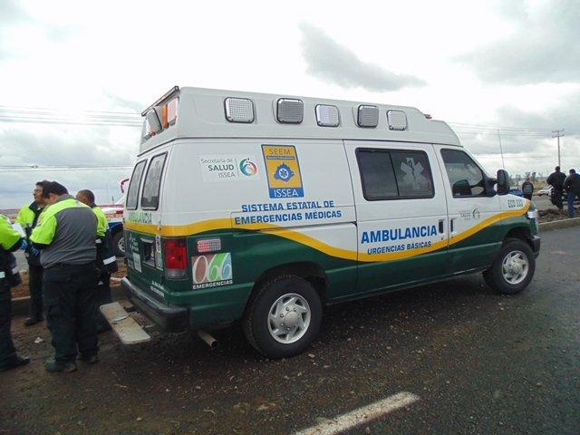 ¡Ambulancia del IMSS que trasladaba un paciente participó en un choque en Aguascalientes!