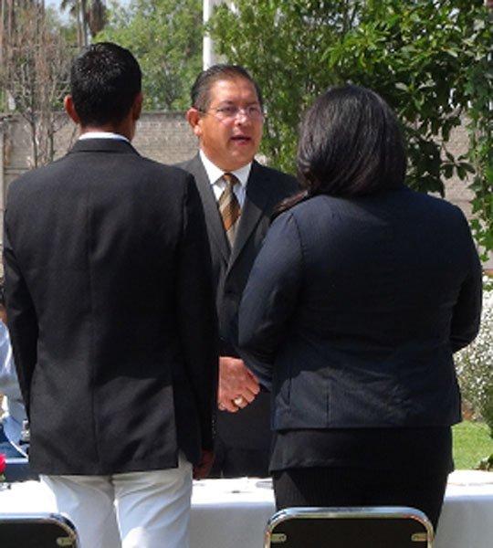 ¡Contraen matrimonio igualitario interno del CRS y su pareja!