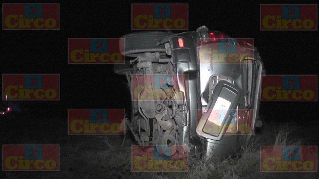 ¡Volcadura de una camioneta en Fresnillo dejó 2 hombres muertos!