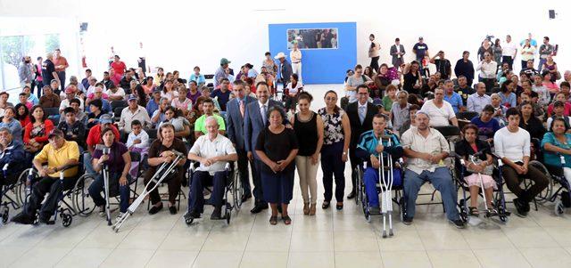 ¡Beneficia Ayuntamiento de Aguascalientes a grupos vulnerables con sillas de ruedas!