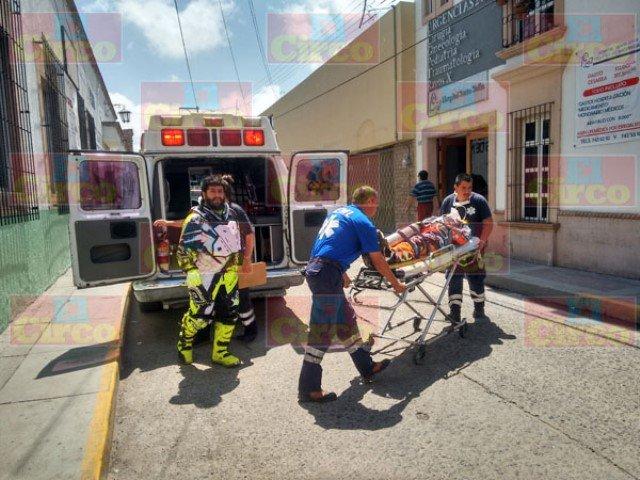 ¡Motociclista aguascalentense resultó gravemente lesionado tras un accidente en Lagos de Moreno!