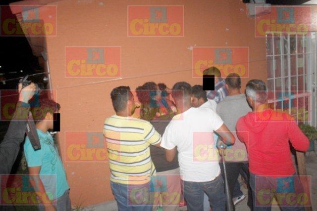 ¡Enardecidos vecinos trataron de linchar a 2 ladrones en Lagos de Moreno!