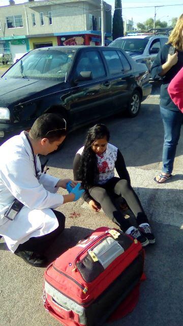 ¡Una joven resultó lesionada tras ser atropellada por una automovilista en Aguascalientes!