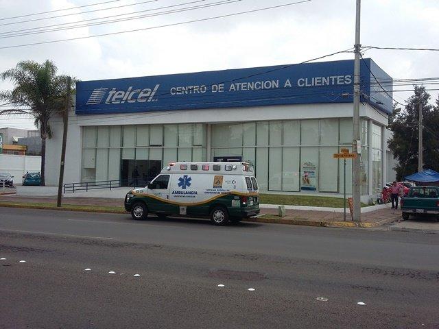 ¡Empleada de limpieza lesionada tras una caída de escaleras en Telcel en Aguascalientes!