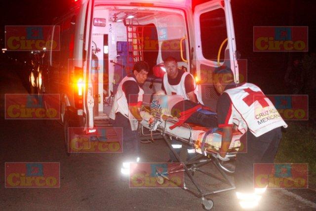 ¡Una mujer resultó lesionada tras accidentarse en su camioneta en Lagos de Moreno!