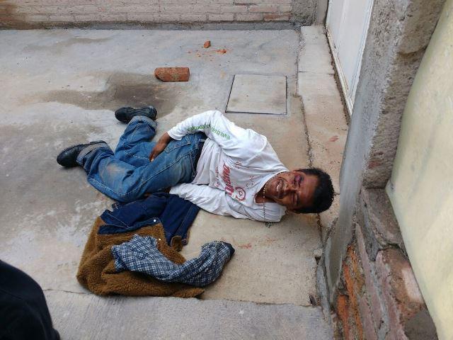 ¡Drogado sujeto intentó meterse a robar a una casa y se cayó de una barda en Aguascalientes!