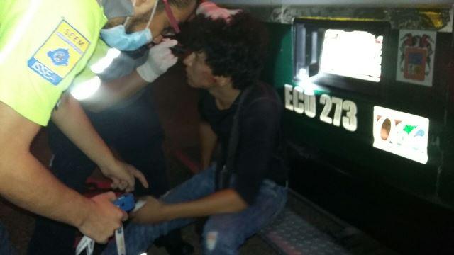 ¡Joven lesionado tras la volcadura de su auto en Aguascalientes!