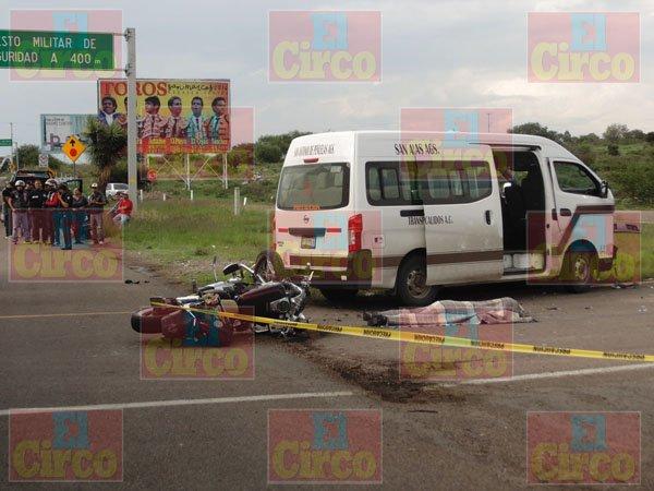 """¡Muere el motociclista """"Pepe Manterola"""" de Lagos de Moreno en choque contra una combi en la 45 sur!"""