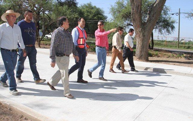 ¡Supervisa alcalde de la capital construcción de pavimento hidráulico en avenida Arroyo El Molino!