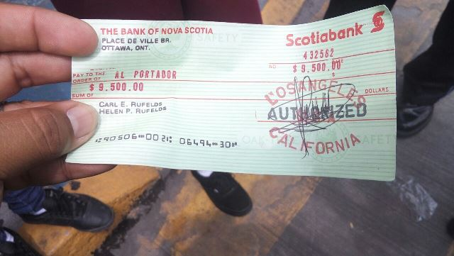 ¡Timaron a una joven en Aguascalientes con un cheque falso y le quitaron $50 mil!