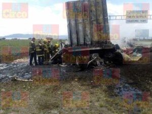 Un muerto y 17 heridos dejo el choque de un camión de pasajeros y un trailer en Zacatecas (3)