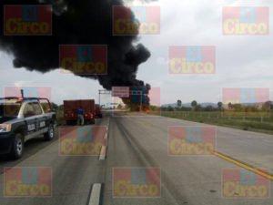 Un muerto y 17 heridos dejo el choque de un camión de pasajeros y un trailer en Zacatecas (5)