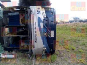 Un muerto y 17 heridos dejo el choque de un camión de pasajeros y un trailer en Zacatecas (6)