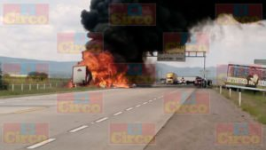 Un muerto y 17 heridos dejo el choque de un camión de pasajeros y un trailer en Zacatecas (7)