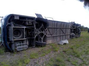 Un muerto y 17 heridos dejo el choque de un camión de pasajeros y un trailer en Zacatecas (8)