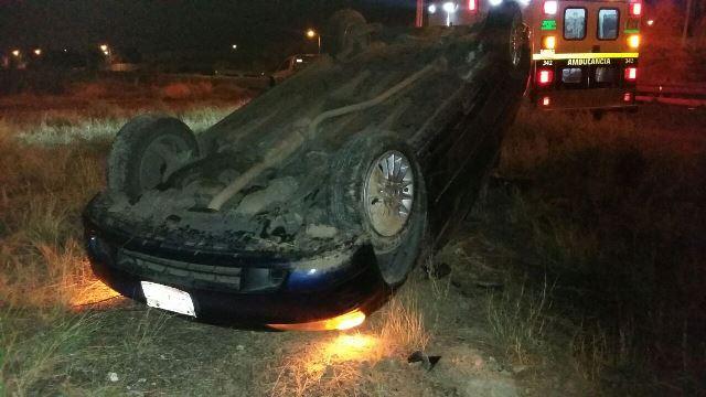 ¡Alcoholizado joven volcó su automóvil en Aguascalientes y salió ileso!
