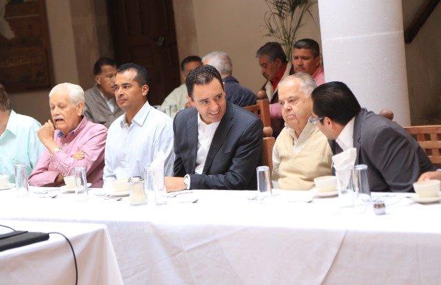 ¡Alejandro Tello escucha a líderes jerezanos que le presentan plan Jerez 2025!