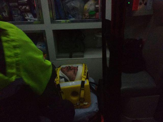 ¡2 lesionados tras fuerte choque entre camioneta y auto en Aguascalientes!