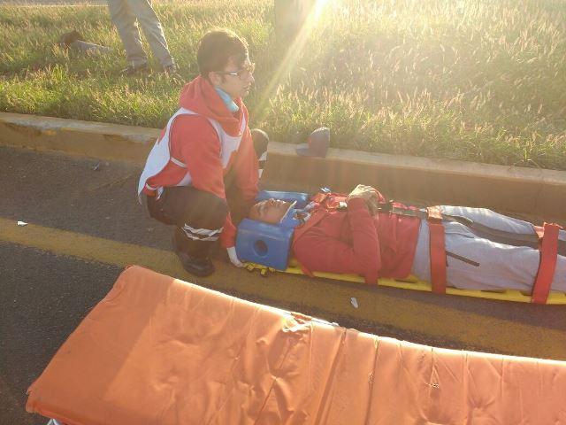 ¡2 lesionados tras el choque entre una camioneta y un auto en Aguascalientes!