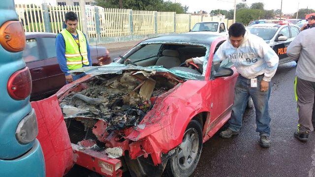 GALERIA/2 HERMANOS LESIONADOS TRAS ESTRELLAR SU AUTO CONTRA UN AUTOBÚS EN AGUASCALIENTES