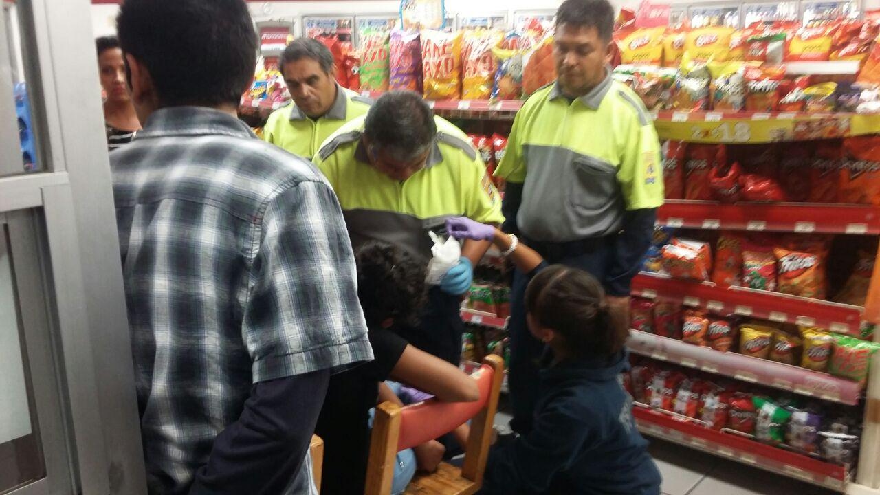 ¡Asaltaron 2 tiendas OXXO en Aguascalientes y balearon a una niña!