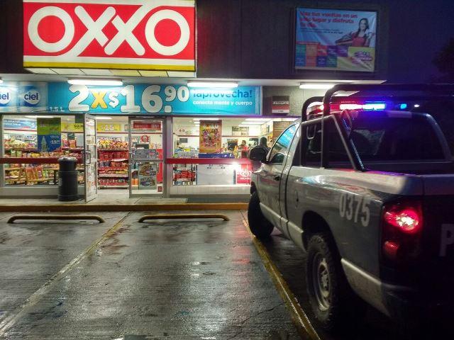 ¡Sujeto armado con un machete asaltó una tienda OXXO en Aguascalientes!