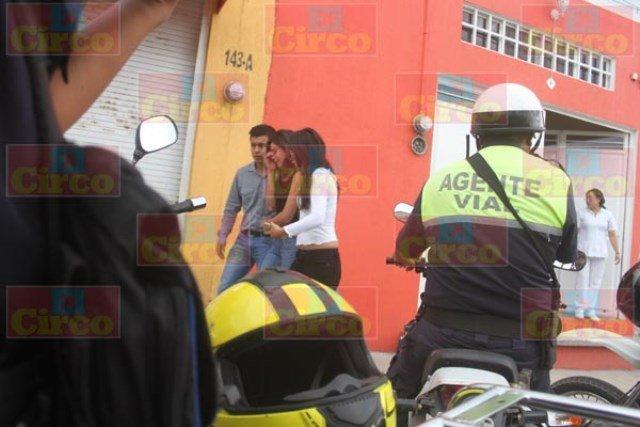 ¡Joven lesionada atropellada por motociclista en Lagos de Moreno!