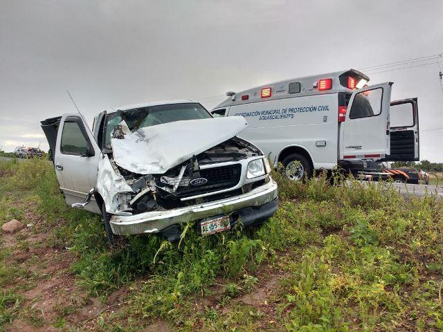 ¡Caballos sueltos en una carretera provocaron accidente con una camioneta en Aguascalientes!