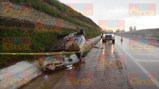 ¡4 aguascalentenses lesionados tras una volcadura en Encarnación de Díaz!
