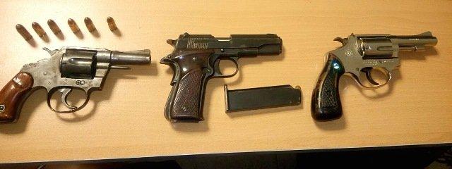¡Detuvieron a dos sujetos y a una mujer con armas de fuego y droga en Guadalupe, Zacatecas!