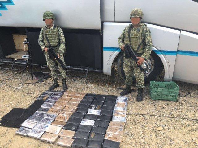 """¡Personal de la SEDENA asegura cocaína, """"crystal"""" y dólares en Tuxpan, Veracruz!"""