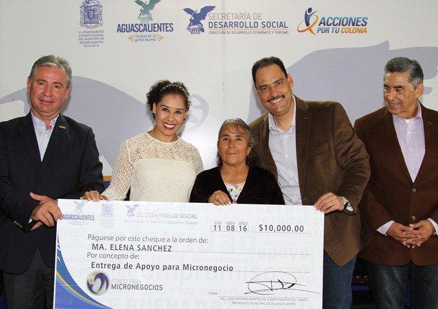 ¡Otorga Gobierno Municipal más de medio millón de pesos a microempresarios!
