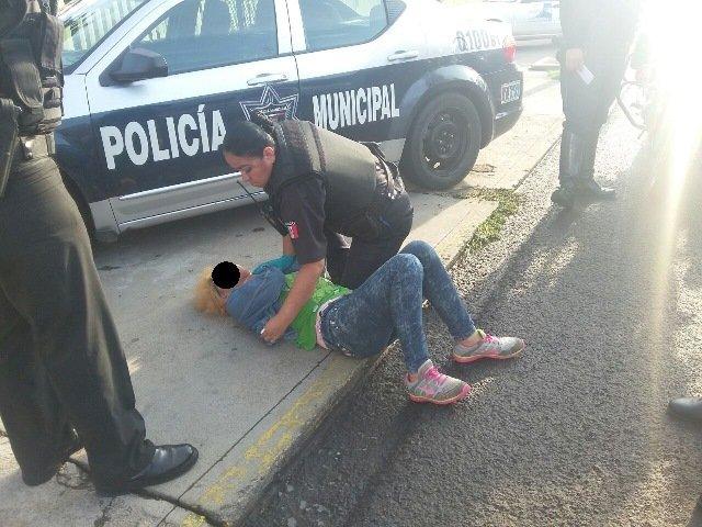 ¡Policías preventivos frustraron el suicidio de una mujer en Aguascalientes!