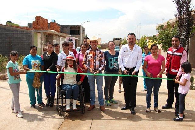 ¡Inauguran pavimentación de calles en Calera!