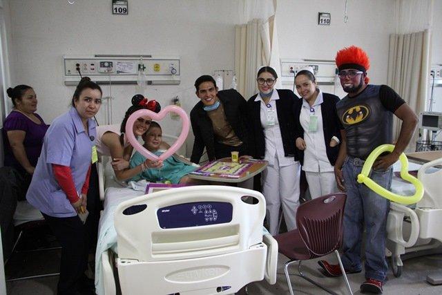 ¡Brinda sesión de risoterapia a pacientes con cáncer Fernanda Vargas Hernández, candidata a reina de la FENAZA 2016!