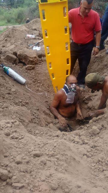 ¡Hombre se salvó de morir enterrado por un alud de tierra en Aguascalientes!